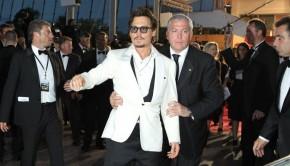 Bodyguard qui retient Johnny Depp